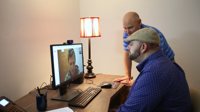 Client and supervisor providing therapy to a client on the computer